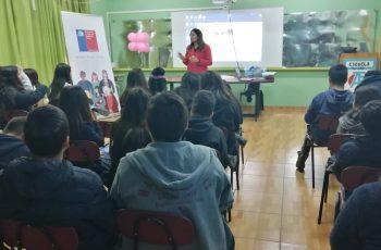 Estudiantes de Maria Elena hablan sobre violencia en el pololeo
