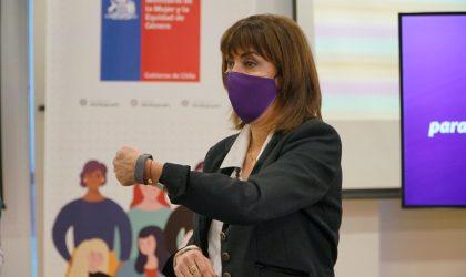 MinMujer y SernamEG lanzan pulseras de emergencia para mujeres víctimas de violencia