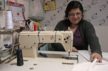 Puertomontinas han fabricado más de 30 mil mascarillas reutilizables de la mano de compañía especializada en vestuario industrial