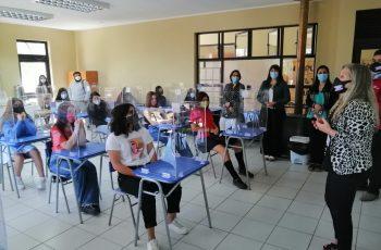 """Alumnas del Liceo Polivalente de San Nicolás participaron de charla sobre """"Equidad de Género y Liderazgo Femenino"""""""