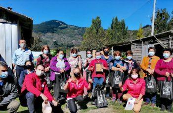 En tiempos de pandemia: Mesa de la mujer rural reconoce la labor de mujeres en los campos de la región de Aysén.