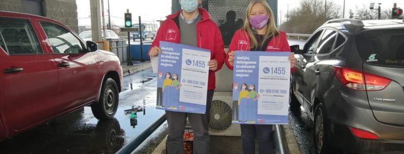 Iniciativa fue lanzada en Peaje Norte de Chillán:  Seremis de la Mujer y MOP difunden en carreteras canales de orientación para mujeres que están viviendo violencia
